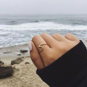 LAST ONE Gold Minimalist Wave Ring